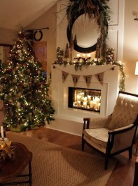 Inspiring Rustic Christmas Fireplace Ideas To Makes Your Home Warmer 50