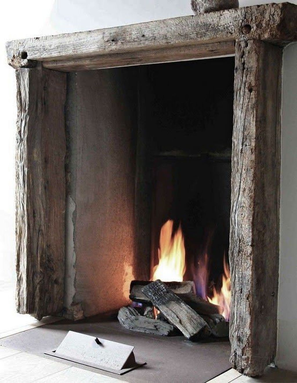 Inspiring Rustic Christmas Fireplace Ideas To Makes Your Home Warmer 75