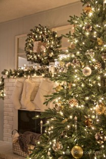 Inspiring Rustic Christmas Fireplace Ideas To Makes Your Home Warmer 78