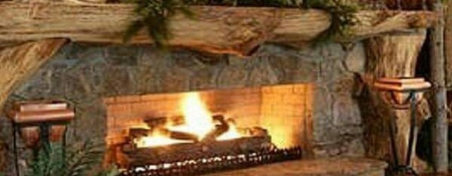 Inspiring Rustic Christmas Fireplace Ideas To Makes Your Home Warmer 80