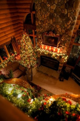 Inspiring Rustic Christmas Fireplace Ideas To Makes Your Home Warmer 89