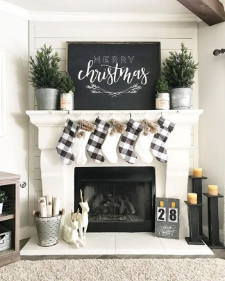 Inspiring Rustic Christmas Fireplace Ideas To Makes Your Home Warmer 92