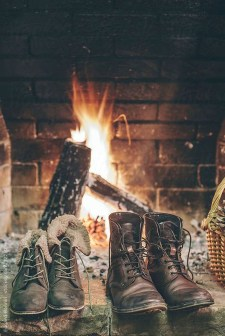 Inspiring Rustic Christmas Fireplace Ideas To Makes Your Home Warmer 93