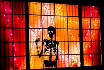 Scary But Creative DIY Halloween Window Decorations Ideas You Should Try 06