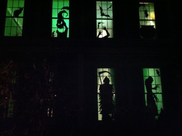 Scary But Creative DIY Halloween Window Decorations Ideas You Should Try 10