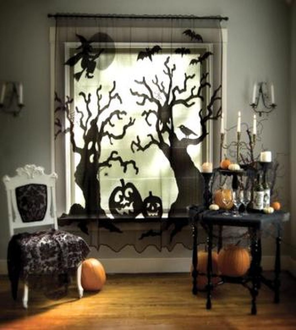 Scary But Creative DIY Halloween Window Decorations Ideas You Should Try 21