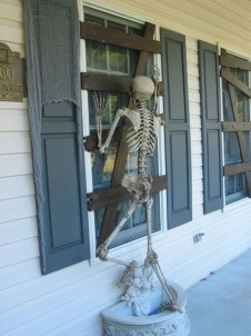 Scary But Creative DIY Halloween Window Decorations Ideas You Should Try 24
