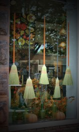 Scary But Creative DIY Halloween Window Decorations Ideas You Should Try 33