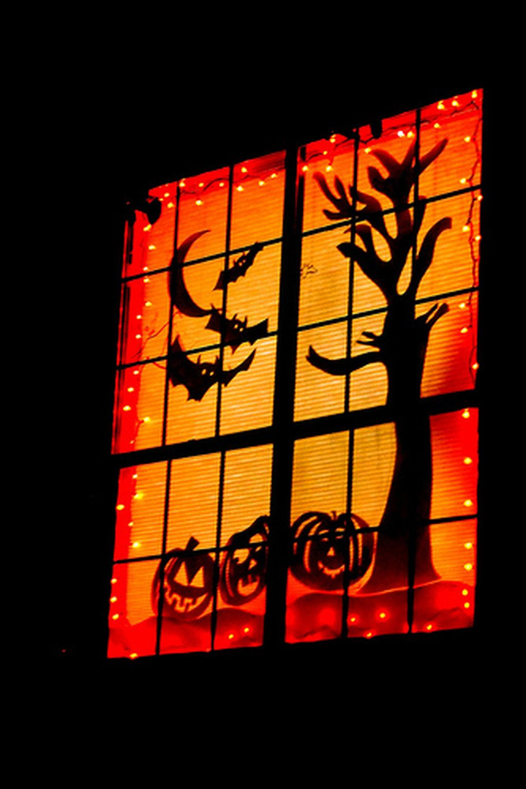 Scary But Creative DIY Halloween Window Decorations Ideas You Should Try 52