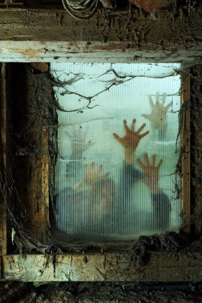 Scary But Creative DIY Halloween Window Decorations Ideas You Should Try 53