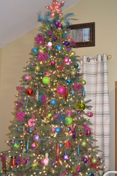Adorable Pink And Purple Christmas Decoration Ideas 29