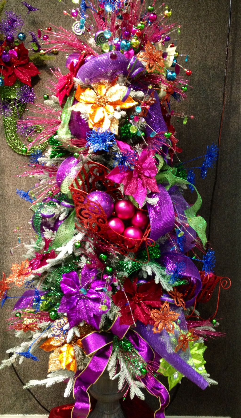 Adorable Pink And Purple Christmas Decoration Ideas 41