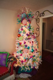 Adorable Pink And Purple Christmas Decoration Ideas 43