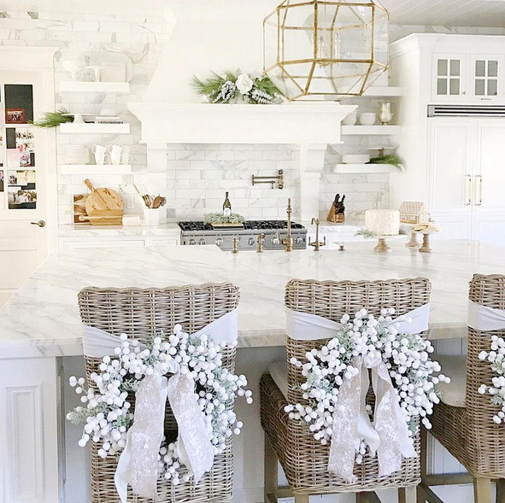 Adorable Rustic Christmas Kitchen Decoration Ideas 06