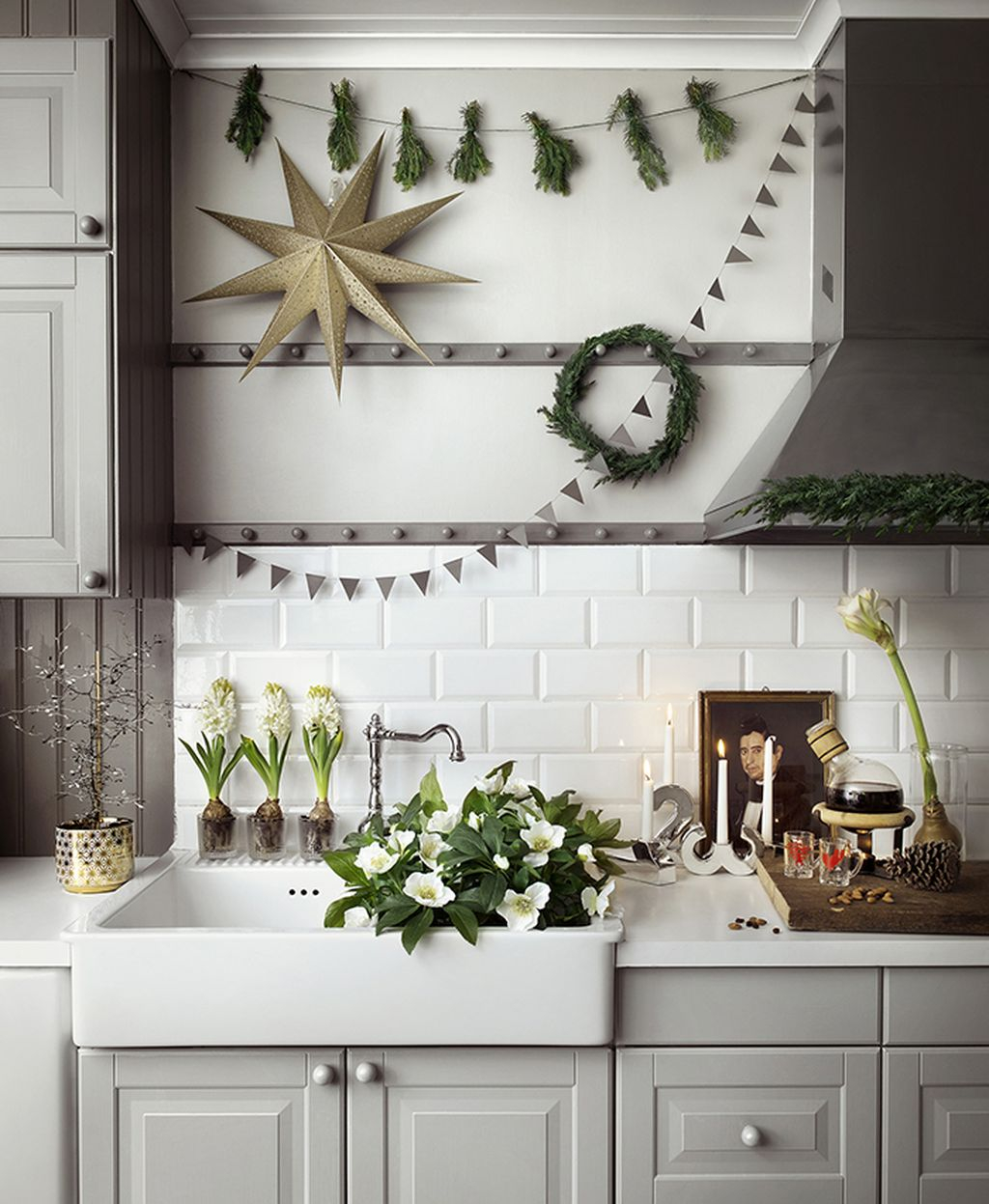 Adorable Rustic Christmas Kitchen Decoration Ideas 10