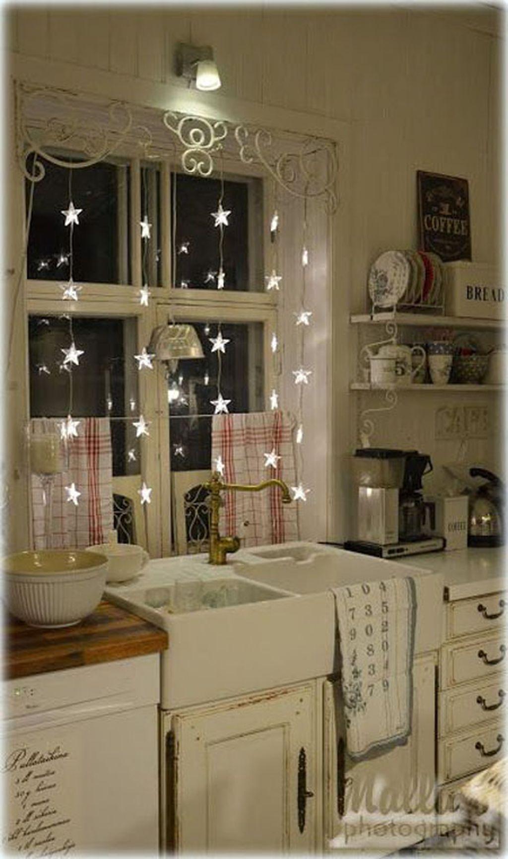 Adorable Rustic Christmas Kitchen Decoration Ideas 14