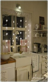 Adorable Rustic Christmas Kitchen Decoration Ideas 14