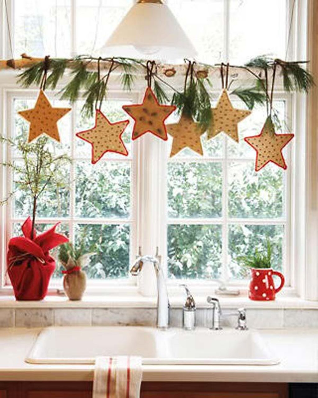 Adorable Rustic Christmas Kitchen Decoration Ideas 25