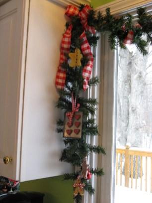 Adorable Rustic Christmas Kitchen Decoration Ideas 26
