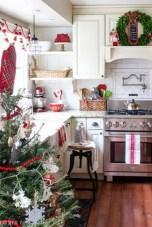 Adorable Rustic Christmas Kitchen Decoration Ideas 29
