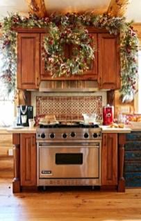 Adorable Rustic Christmas Kitchen Decoration Ideas 32