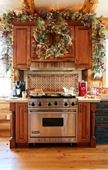 Adorable Rustic Christmas Kitchen Decoration Ideas 32