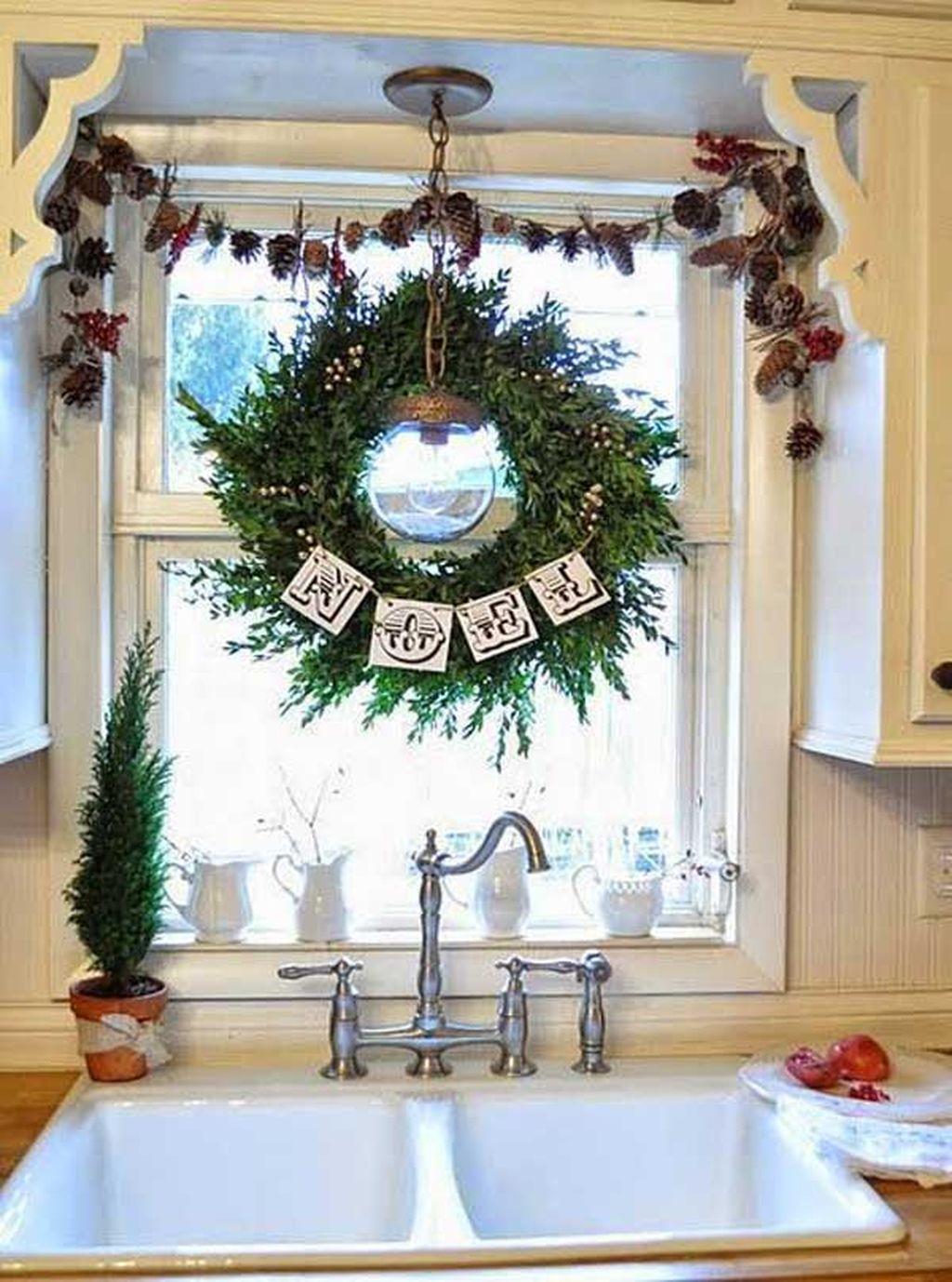 Adorable Rustic Christmas Kitchen Decoration Ideas 45