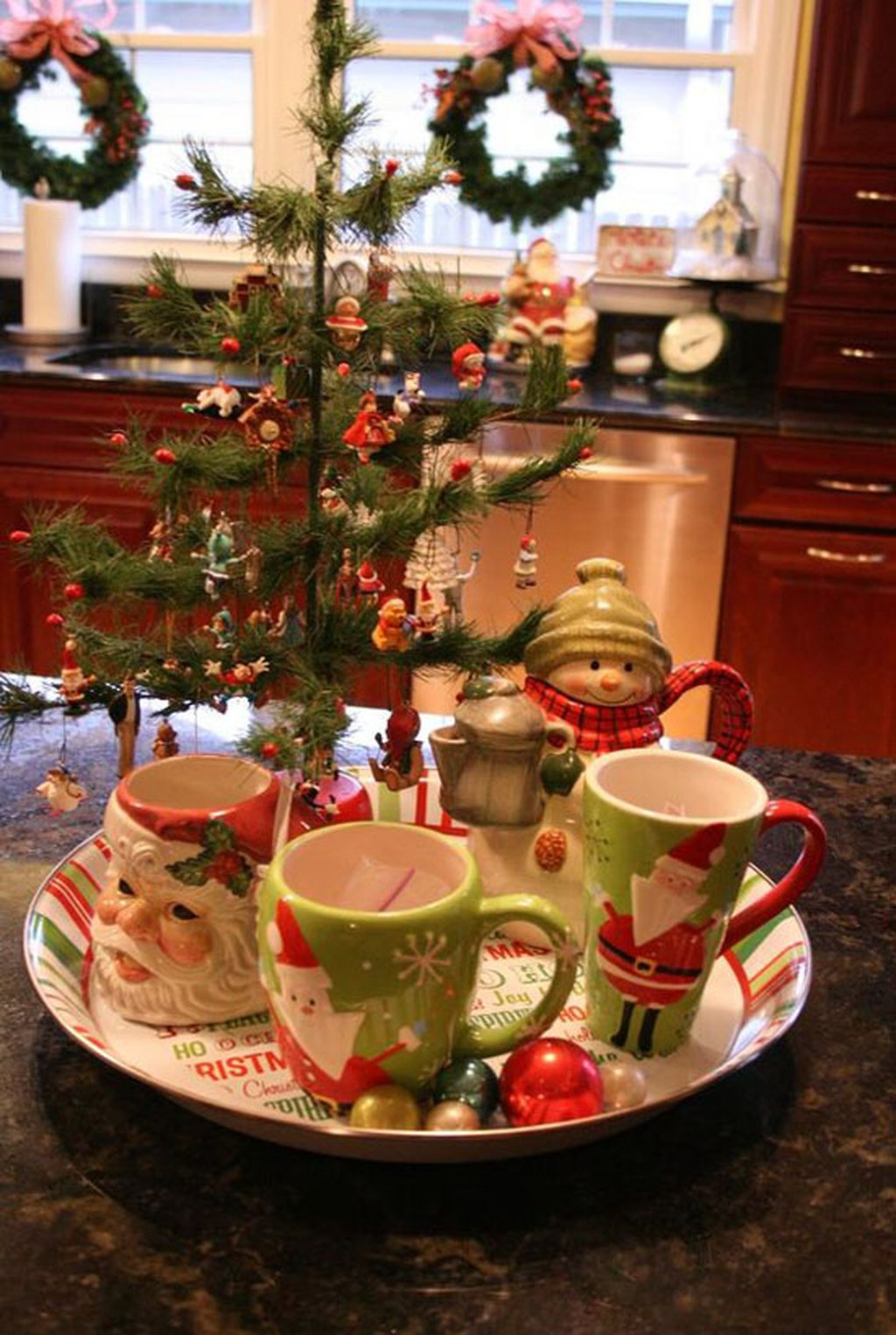 Adorable Rustic Christmas Kitchen Decoration Ideas 57