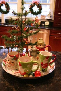 Adorable Rustic Christmas Kitchen Decoration Ideas 57