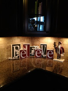 Adorable Rustic Christmas Kitchen Decoration Ideas 59