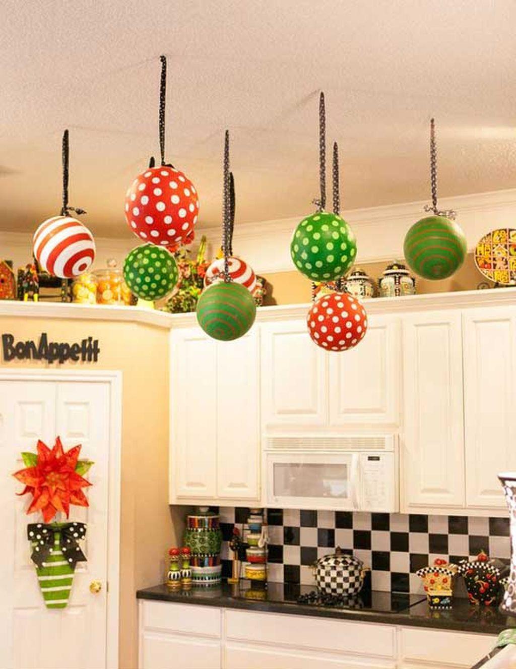 Adorable Rustic Christmas Kitchen Decoration Ideas 65