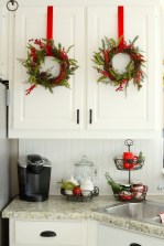 Adorable Rustic Christmas Kitchen Decoration Ideas 66