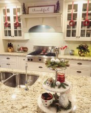 Adorable Rustic Christmas Kitchen Decoration Ideas 67