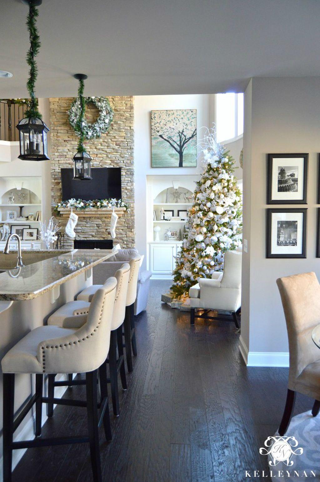 Adorable Rustic Christmas Kitchen Decoration Ideas 68