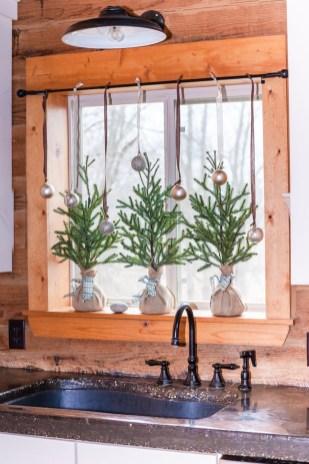 Adorable Rustic Christmas Kitchen Decoration Ideas 86