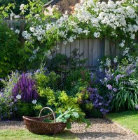 Cozy And Relaxing Country Garden Decoration Ideas You Will Totally Love 28
