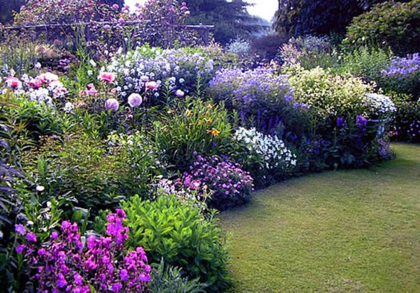 Cozy And Relaxing Country Garden Decoration Ideas You Will Totally Love 40