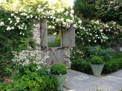 Cozy And Relaxing Country Garden Decoration Ideas You Will Totally Love 44