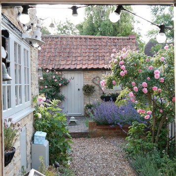 Cozy And Relaxing Country Garden Decoration Ideas You Will Totally Love 48