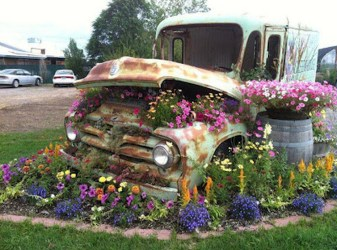 Cozy And Relaxing Country Garden Decoration Ideas You Will Totally Love 74