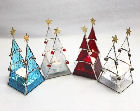 Creative DIY Christmas Candle Holders Ideas To Makes Your Room More Cheerful 08