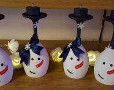 Creative DIY Christmas Candle Holders Ideas To Makes Your Room More Cheerful 37