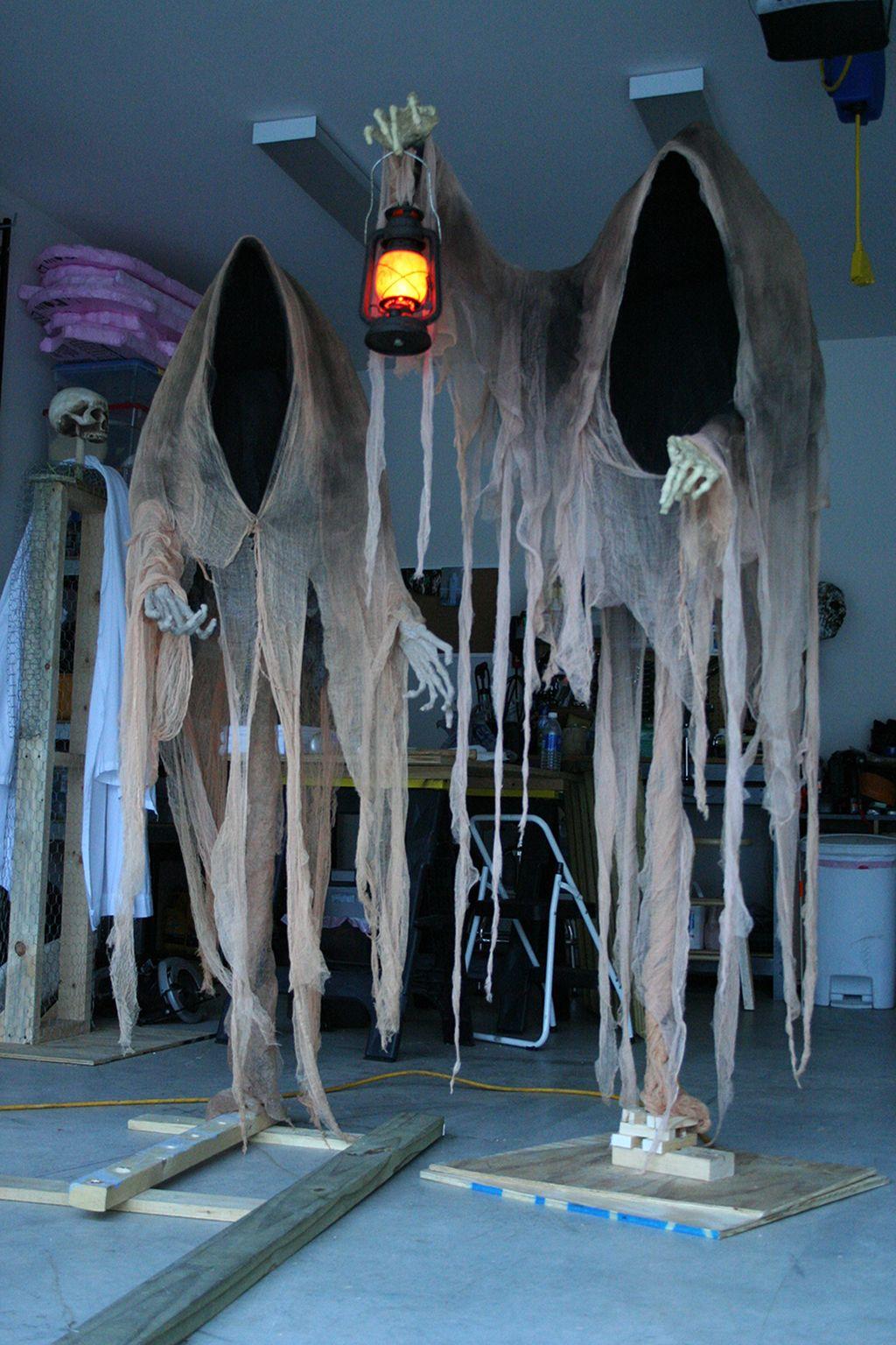 Creepy But Creative DIY Halloween Outdoor Decoration Ideas 18