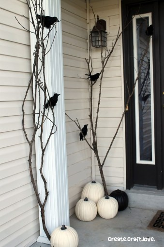Creepy But Creative DIY Halloween Outdoor Decoration Ideas 24