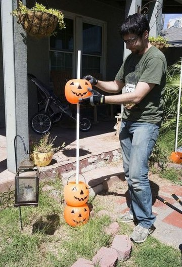 Creepy But Creative DIY Halloween Outdoor Decoration Ideas 34