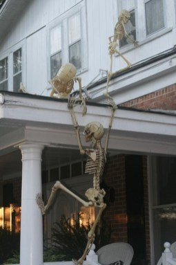 Creepy But Creative DIY Halloween Outdoor Decoration Ideas 41