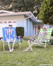 Creepy But Creative DIY Halloween Outdoor Decoration Ideas 42