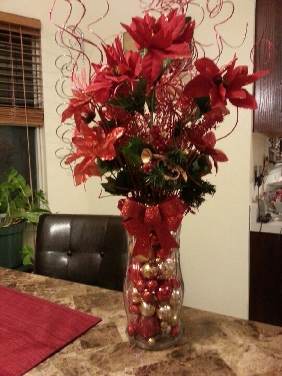 Easy And Simple Christmas Table Centerpieces Ideas For Your Dining Room 02