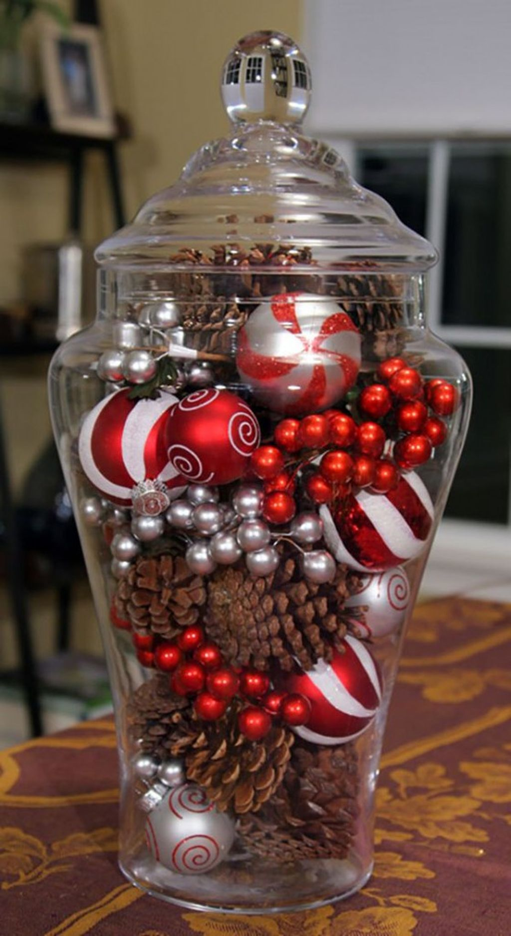 Easy And Simple Christmas Table Centerpieces Ideas For Your Dining Room 03