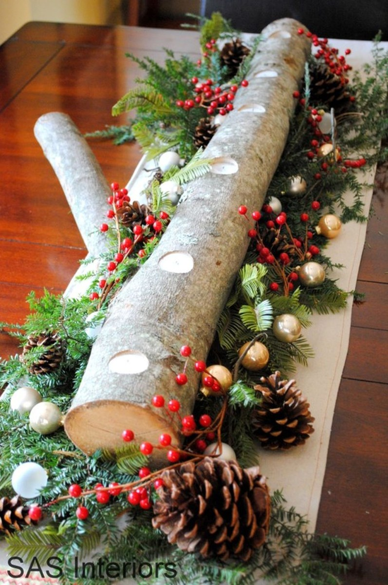 Easy And Simple Christmas Table Centerpieces Ideas For Your Dining Room 04